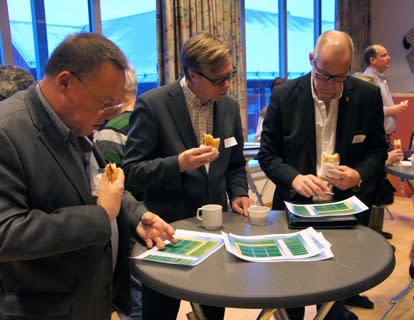 Entreprenörskap på tapeten på företagsfrukosten