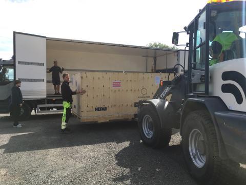 Solbilen är nerpackad och redo att påbörja sin resa mot Australien