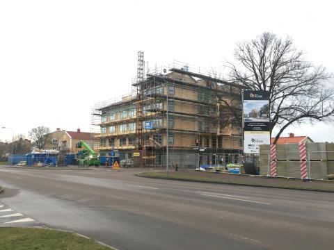 Trähuset intill Norra vägen skapar arbetstillfällen för nyanlända.