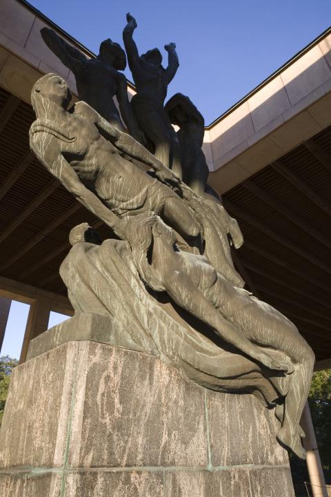 Skogskyrkogården/The Woodland Cemetery: Uppståndelsen/The Resurrection