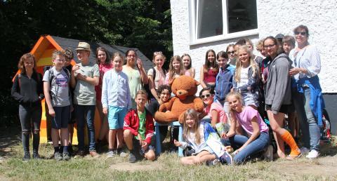 Schüler vom Reclam-Gymnasium sammeln mit Kuchenbasar