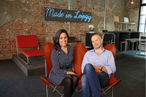 Weinbaums - Bárbara Giménez Weinbaum mit Ehemann Rayk Niemietz auf dem Butterfly Twin Chair