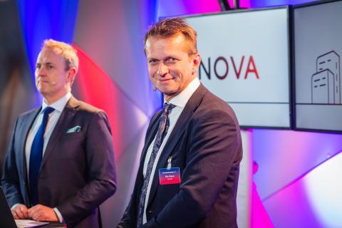 ENOVA-TV: Programleder Per-Henrik Stenstrøm og kommunikasjonssjef Eiliv Flakne er på plass med Enova-tv.