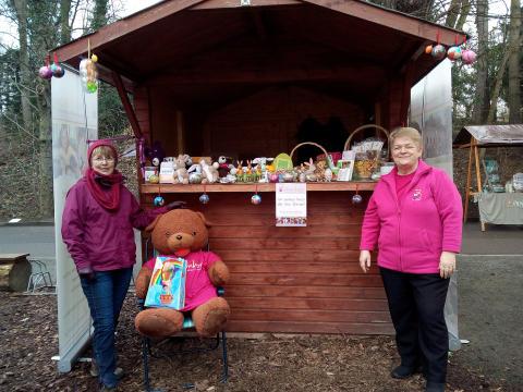Bunter Ostermarkt im Kees'schen Park: Bärenherz war auch dabei
