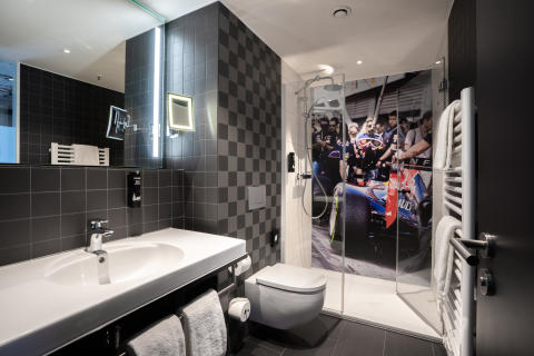 V8 Hotel Cologne@MOTORWORLD, Bathroom