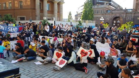 De afghanska barnfamiljerna fyllde Mynttorget 20 juli