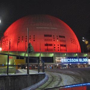 Globen lyser röd på Alla hjärtans dag
