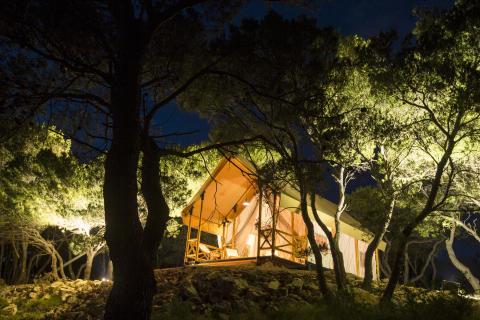 Adria Safari exteriör natt