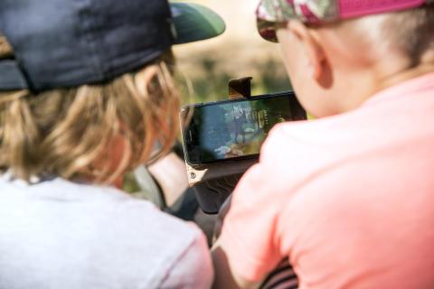 Ny Skogsmulleapp visar barn ut i naturen