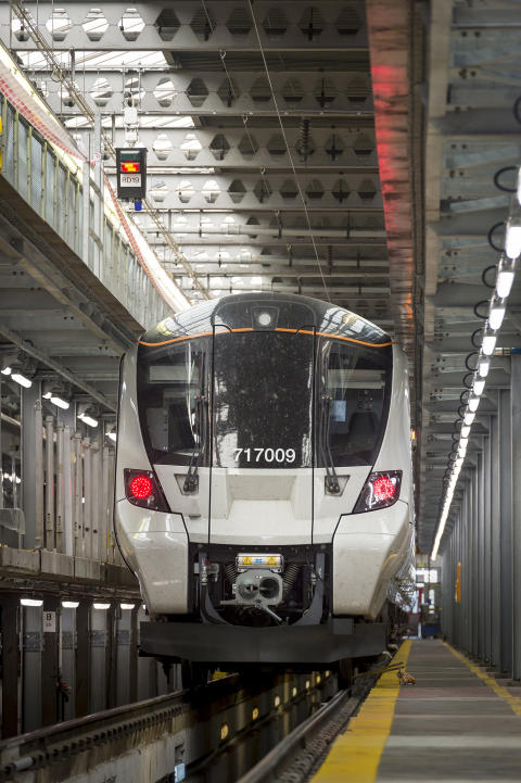 New Moorgate 717 train - front