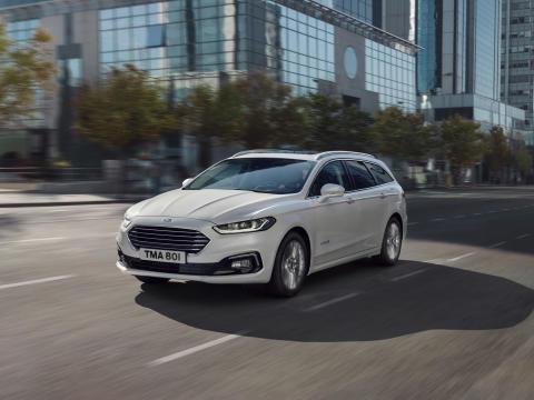 Stor lagerkampanje: Få 50.000,- i prisavslag på nye Ford Mondeo hybridstasjonsvogn