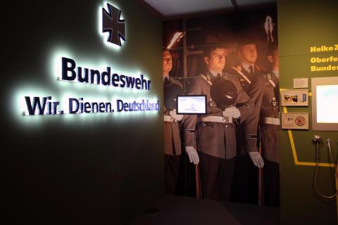 Ausstellungsraum zur Bundeswehr heute