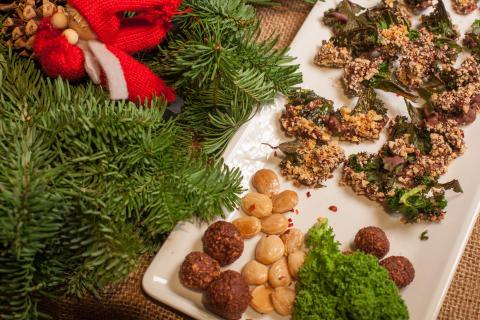 Jävligt goda grönkålschips med choklad, salta mandlar och chili (Lucia Choklad, 71 kr)