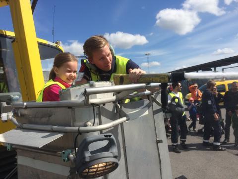 Tusentals firade Bromma flygplats 80 år