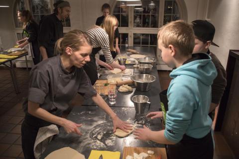 Kokkeskolen Mit Kokkeri er for børn mellem 10 og 14 år