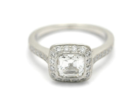 Nyårs 29/12, Nr.215, TIFFANY, ring, platina, modifierad kuddslipad diamant, Tiffany diamond certificate