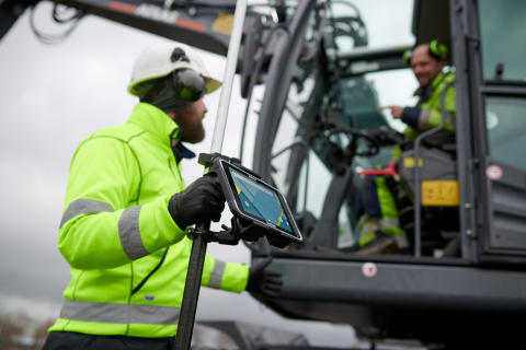 The ALGIZ RT8 ultra-rugged tablet-GIS-worker