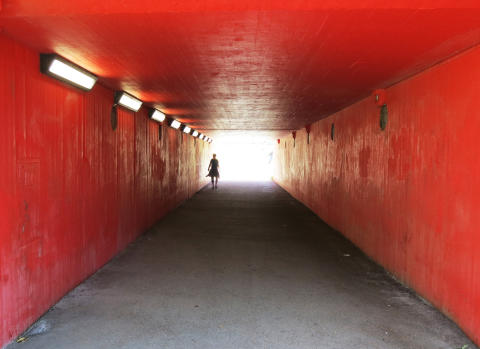 roeda-sten-konsthall-tunnel-tales-2013-linnea-thoren