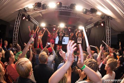 Tjejligan i grymma DJ kollektivet Female DJ Revolution tog Hangar 85/ Bråvalla med storm