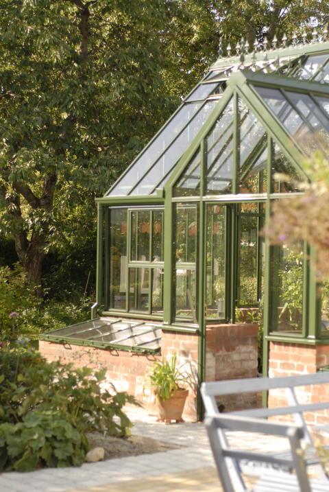 Engelskt växthus i varmt grön