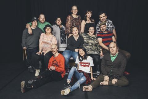 Glada Hudik-teaterns ensemble