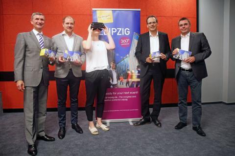 Pressegespräch zur Virtual Reality von li.: Andreas Hachmeister (Leipzig Hotel Alliance), Michael Drotleff (RB Leipzig), Maja Machniek (LTM GmbH), Volker Bremer (LTM GmbH) und André Kaldenhoff (CCL)