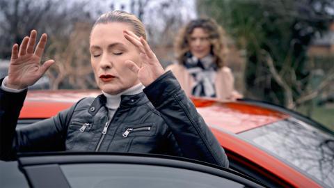 Regina Lund kontaktar ande vid bilköp på Blocket