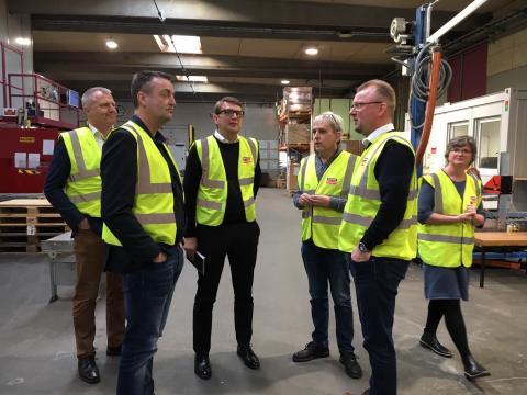Ministerbesøg: Troels Lund Poulsen begejstret for Simpson Strong-Ties strategi for fremtiden