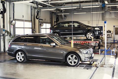Riksdagsledamot på studiebesök hos Besikta Bilprovning i Tanum