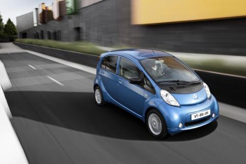 Peugeot leder loppet mot låga koldioxidutsläpp - Peugeot iOn