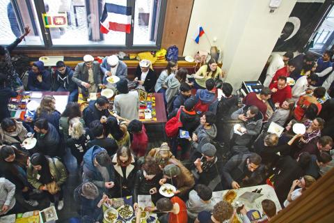 """Kulturelle Vielfalt beim """"Internationalen Nachmittag"""" in der Cafeteria"""