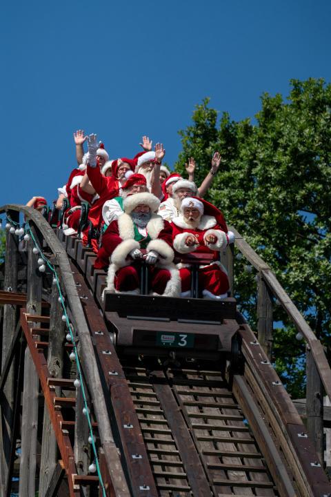 Julemændenes Verdenskongres - rutsjebaneturen på Bakken