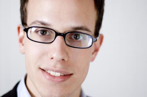 Emil Holmström har skrivit boken Virusmarknadsföring