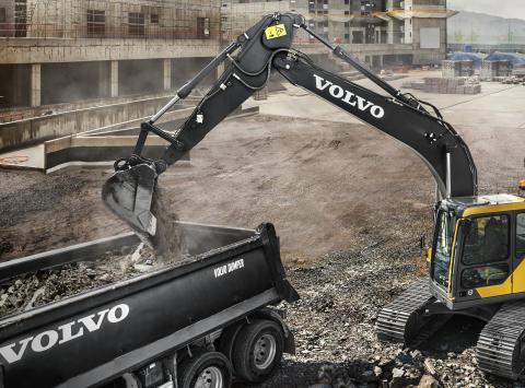 Volvo grävmaskin med Volvo-skopa och Volvo Endurance Tandsystem