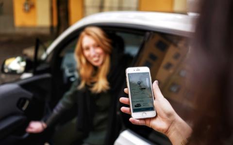 DriveNows först i Sverige med stafettkörning mellan användare för att slippa parkera