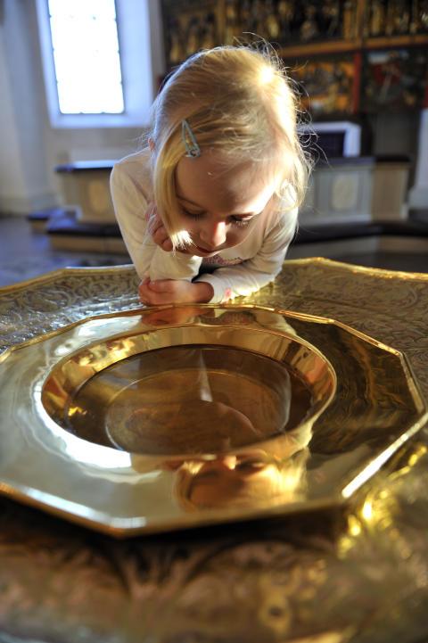 Drop in-dop i Dingtuna kyrka på söndag