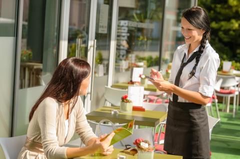 Så styr servitrisens utseende din matbeställning