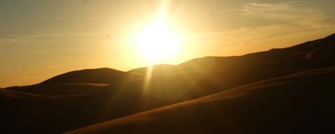 Das Licht schwindet – Sonnenuntergang in der Wüste