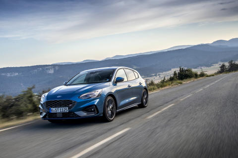 FORD_2019_FOCUS_ST_Performance_Blue_11