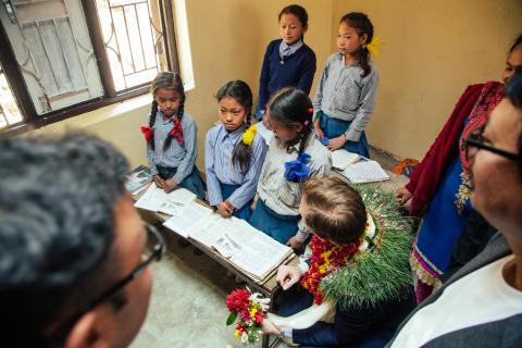 Elever - Utviklingsminister Nikolai Astrup åpnet Shree Devitar Basic School i Dolakha i Nepal