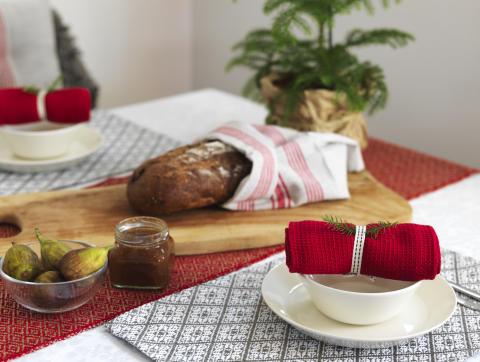 1) Runner Hjo, Kitchen towel Dorotea, Place mat Ludvika