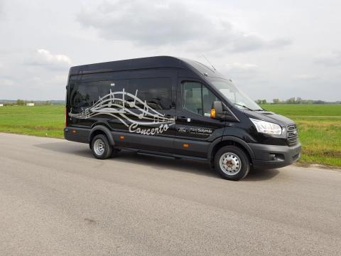A vadonatúj Tourneo Custom személyszállító kisbusszal és a Ford Transit Minibus modellel várja a 6. BUSEXPO látogatóit a Ford Solymár csoport