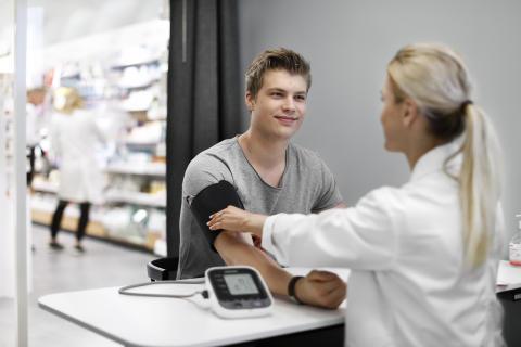 Apotekets stora Hälsorapport: Stillasittandet ökar och färre uppger att de mår bra