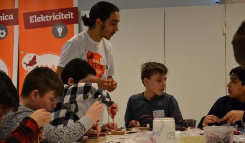 Met Haai!TECH ontdekken jongeren wetenschappen en techniek in Lier
