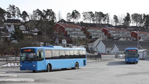 Ale och Västtrafik - olika bilder av borttagen busslinje