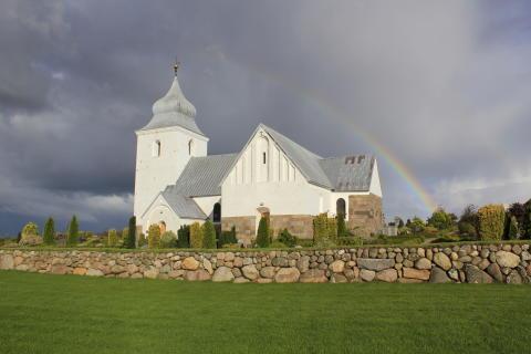 Billede 1: Hjerm kirke udefra