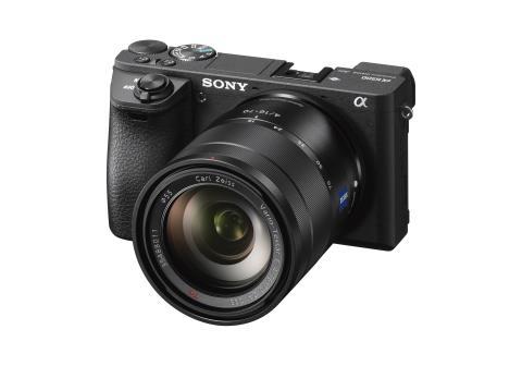 Sony présente son nouvel appareil photo α6500, un boîtier complet