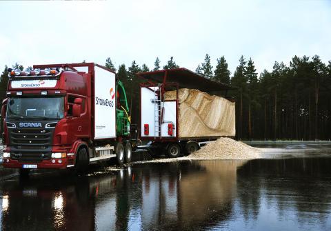 Dags för första leveransen av bränsle till den nya pannan på Kraftvärmeverket Torsvik.