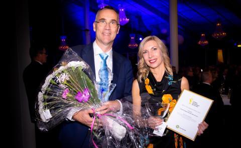 Årets Hållbarhetspris gick till Smurfit Kappa för fjärrvärme. Per Swärd och Malin Carlborg.