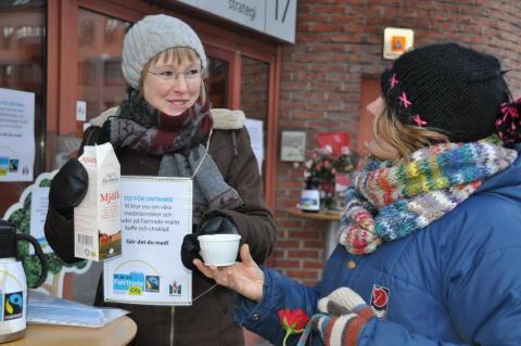 Malmö Fairtrade City firade Alla Hjärtans Dag med rättvisa rosor